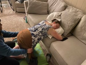 doula using Rebozo to reposition baby